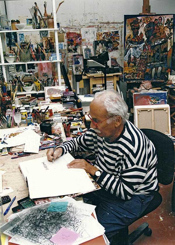 Photo Théo TOBIASSE écrivant sur son carnet